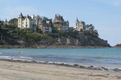 Villas à Dinard vues de la plage