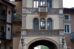 Une entrée de la cité historique de Trento ou Trente