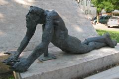 """Sculpture """"Le travail est pour l'homme, non l'homme pour le travail"""""""