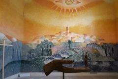 Une mosaïque de 106 m2 décore l'ensemble du chœur. Sous la direction de Matteo Berté, les mosaïstes ont utilisé des tesselles d'émaux de 1cmx1cm, certaines sont dorées à l'or et à l'argent.