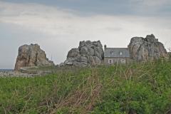 Castel Meur, la petite maison entre les rochers