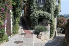 Ruelle de Saint-Paul-de-Vence et maison de Jacques Prévert