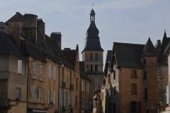 Sarlat :  rue de la Liberté et cathédrale Saint-Sacerdos